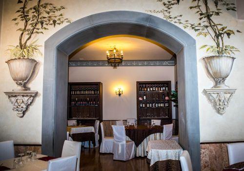 italian,restaurant,elegant,painting,floral,hotel astoria,italian restaurant,traditional,italy