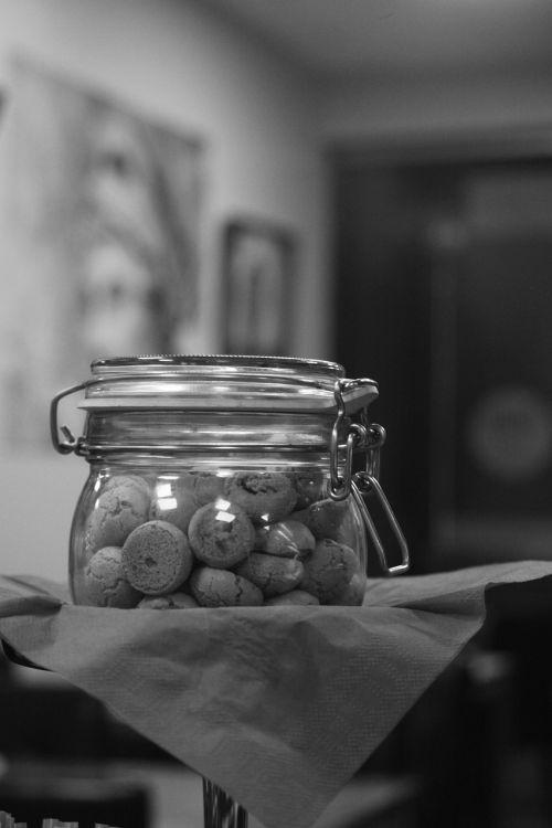 italian cookies,sweets,italian cuisine,restaurant,cafe,cakes,biscuits,macaroons
