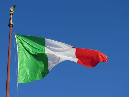 italy,italian,europe,european,travel,sky,tourism,italian background,vacation,green,scenic,traditional,mediterranean,flag