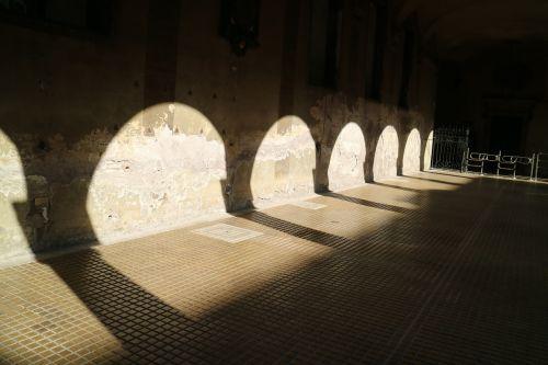 shadows arch urban
