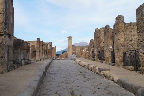 italy pompeii mood