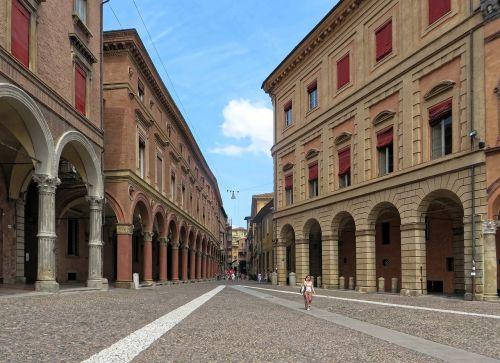 italy,Bolonija,raudonas miestas,arcade,galerija,architektūra,plytos,stulpeliai