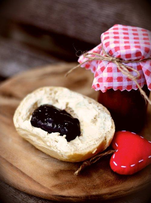 jam  roll  breakfast