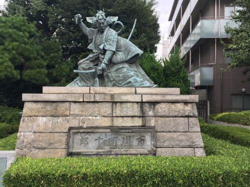 japan statue samurai