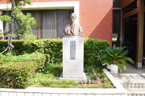 japan tokyo statue