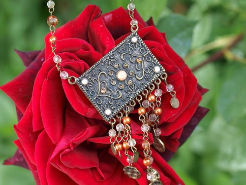 jewellery  rose  romance
