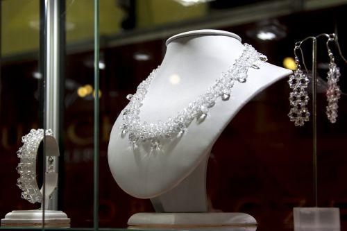 jewelry necklace shop windows