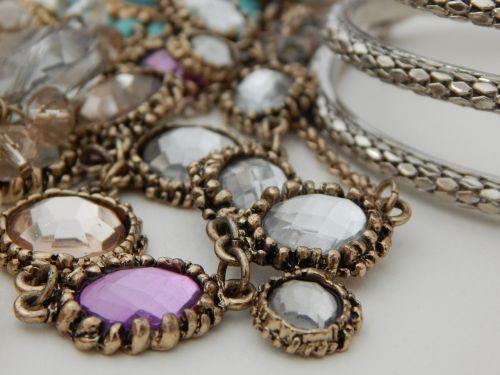 papuošalai,karoliai,apyrankė,brangakmeniai,brangakmeniai,aksesuaras,aksesuarai,brangus,brangus,deimantas,mada,prabanga,dovanos,glamoras,kristalas,papuošalai,blizgantis,brangakmeniai