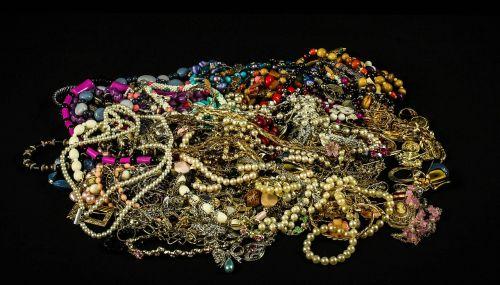 jewelry treasure pearls