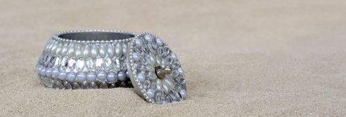 jewelry box beads gloss