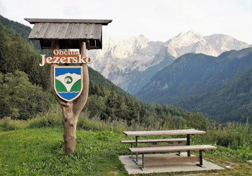 jezersko,slovenia,Julijos alpės,turizmas,kalnai,Poilsio vieta,informacijos lentos,herbas,vasara