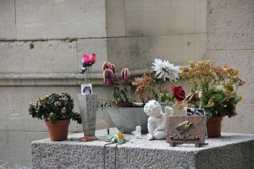 jim morrison's ' grave tomb paris