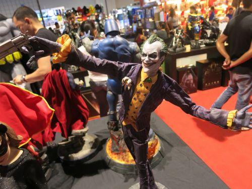 joker comics statue