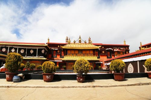 jokhang temple lhasa tibet