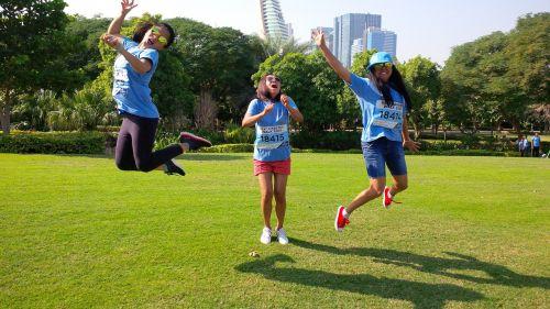 linksmas,laimingas,laimingas gyvenimas,linksmas,džiaugsmingas,linksma,gyvenimas,šeima,moteris,gamta,laimė,mergaitė,žiūri,vasara