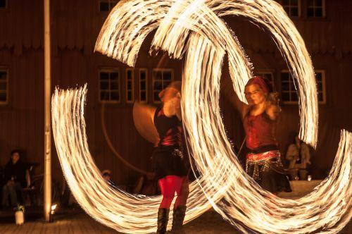 juggle night photograph long exposure