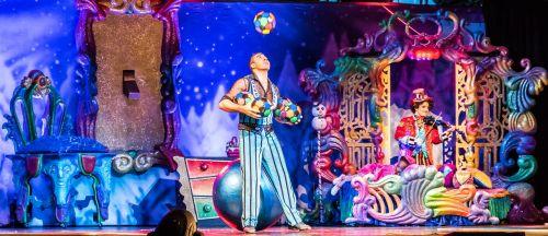 juggler show exhibit