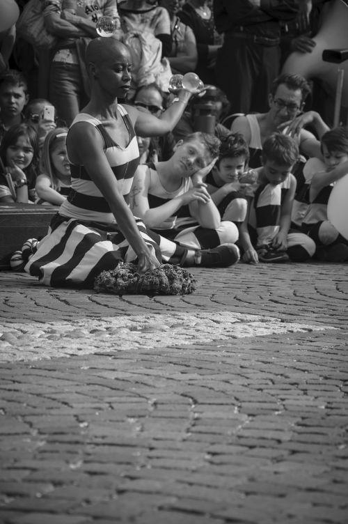 juggling artist street woman