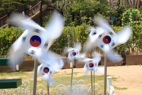 julia roberts korea pinwheel
