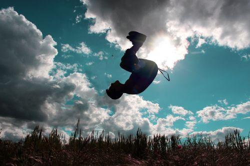 šokinėti,skristi,laimingas