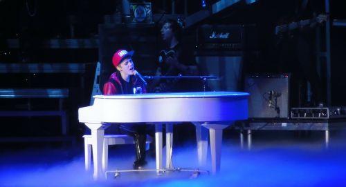 justin bieber singer entertainer