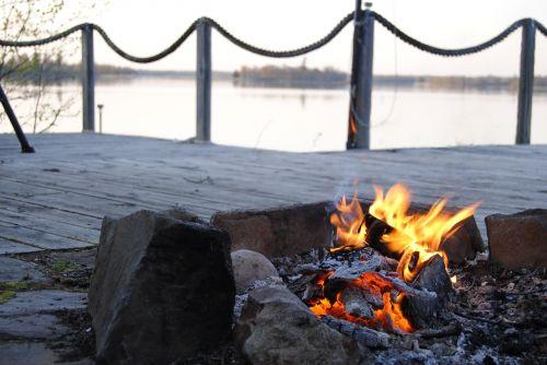kabetogama lake campfire