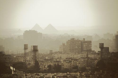 kairo city pyramids
