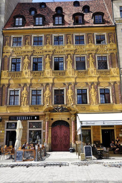 kamienica façades shutters
