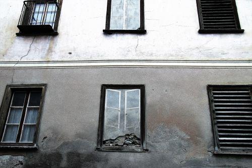 kamienica monument window