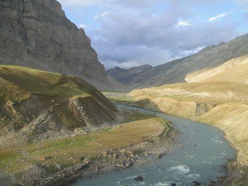 kashmir indus river himalaya