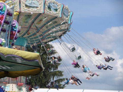 kettenkarusell folk festival ride
