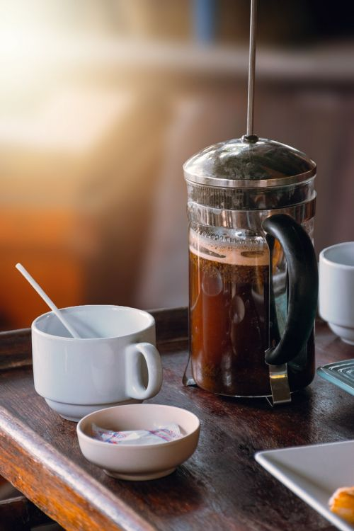 virdulys,Prancūzų kalba,stūmoklis,paspauskite,stūmoklis,kava,kavinė,baras,taurė,porcelianas,maitinimas,kaimas,Restauravimas,gerti,kavos aparatas,gurmanams,Bokeh,kofeinas
