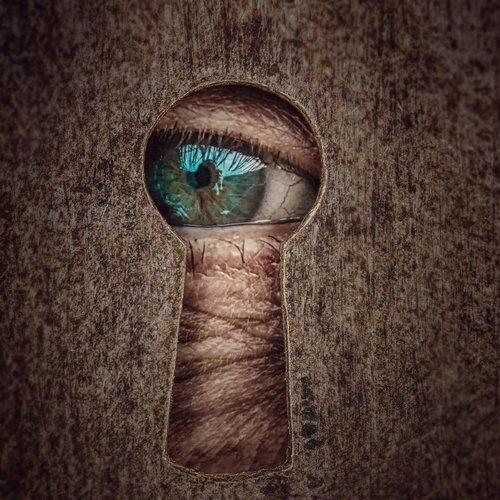 key hole  by looking  eye