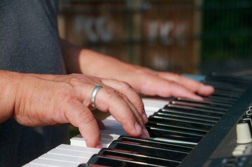 keyboard music piano