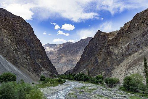 kharmang  valley  mountains