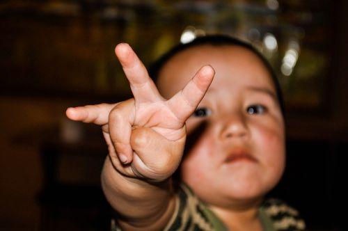 kid finger child