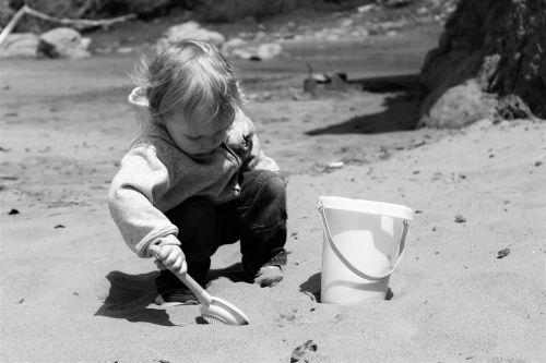 kid playing sand