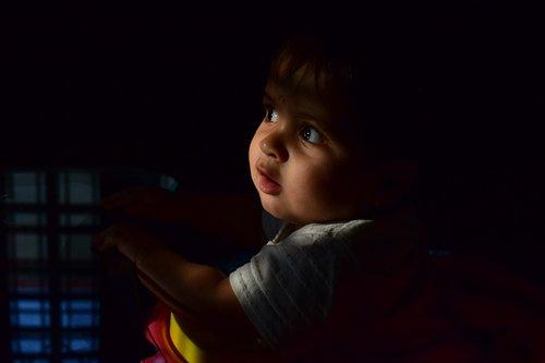 kid  wondering  wonder