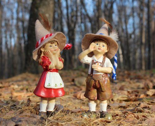 vaikai,mergaitė,berniukas,miškas,Elfas,dangtelis,prarasti,prarasti,pora,du,skrybėlę,prijuostė,šortai,siurprizas,mielas,draugai,brolis,sesuo,kostiumas,ruduo,lapai,berniukas ir mergaitė,parkas,skaičiai,figūrėlė,studentai,medžioklė,medžiotojas