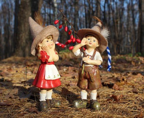 vaikai,mergaitė,berniukas,miškas,Elfas,dangtelis,prarasti,prarasti,pora,du,skrybėlę,prijuostė,šortai,siurprizas,mielas,draugai,brolis,sesuo,kostiumas,ruduo,lapai,berniukas ir mergaitė,parkas,skaičiai,figūrėlė,studentai,medžioklė,medžiotojas,barberis,uogos