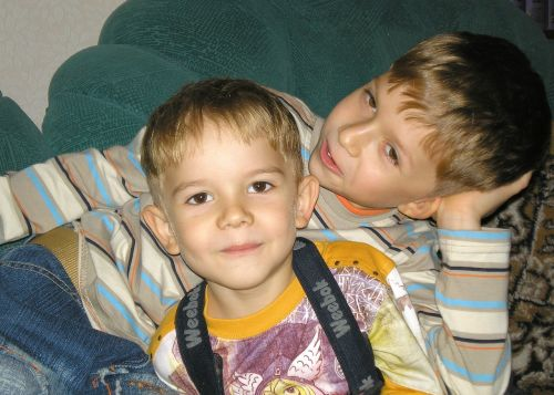 kids brothers two