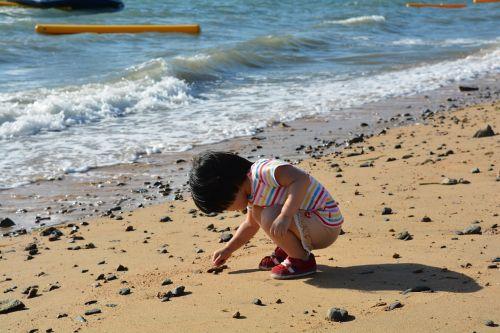 kids sea pick up
