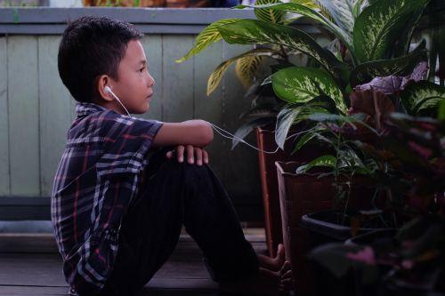 kids listen sound