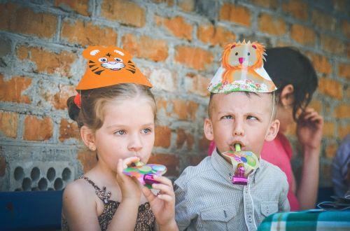 vaikai,vaikystę,kūdikis,maža mergaitė,mergaitė,fotografuoti vaikus,nuotrauka,vaikų fotografas,gražiai,portretas,žaidimas,vaikas,linksma,asmuo,žaidimai,berniukas ir mergaitė,šypsena,vaizdas,vasarą,draugai