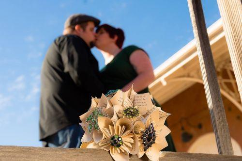 kissing wedding love
