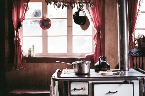virtuvė,viryklė,puodai