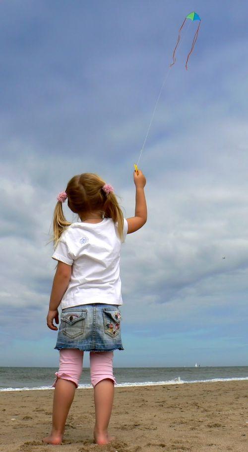 aitvaras,vaikas,dangus,papludimys,mažai,mergaitė,maža mergaitė