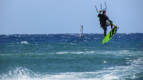kite surf surfer acrobatic