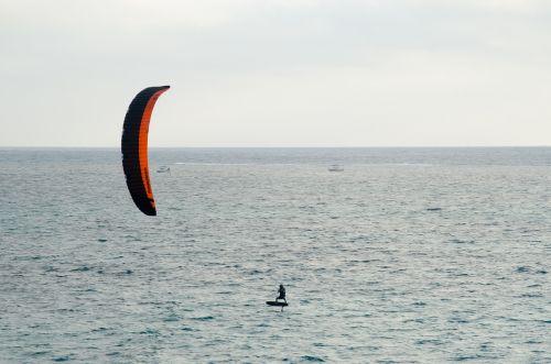 kite-surfer kite surfer
