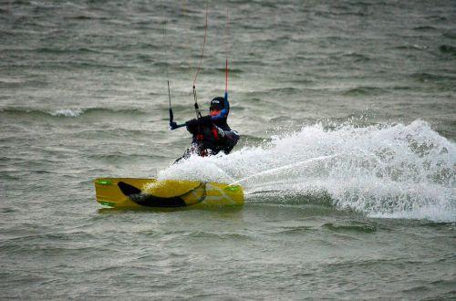 kitesurfer kite surf